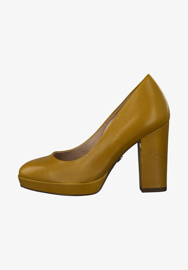 COURT SHOE - Zapatos altos - mustard