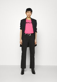 Replay - T-shirt con stampa - pink cyclamen - 1