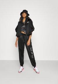 Nike Sportswear - AIR - Chaquetas bomber - black/white - 3