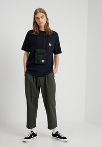 Carhartt WIP - T-shirt basique - dark navy - 1