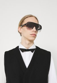 Alexander McQueen - UNISEX - Sunglasses - black/grey - 0