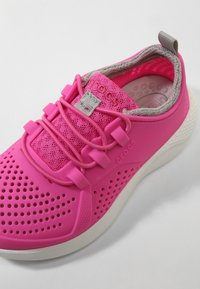 Crocs - LITERIDE PACER - Trainers - electric pink/white - 5