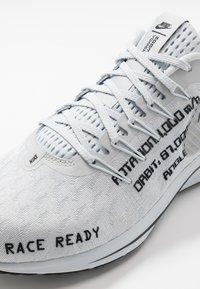 Nike Performance - AIR ZOOM VOMERO 14 - Zapatillas de running neutras - pure platinum/black/reflect silver - 5