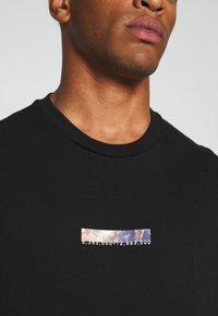 Topman - UNISEX PLANET TEE - Print T-shirt - black - 5
