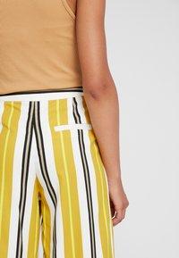 Monki - MALINKA TROUSERS - Kalhoty - yellow medium/sporty mustard - 5