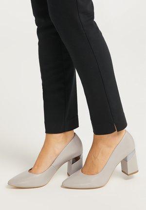 High heels - grau