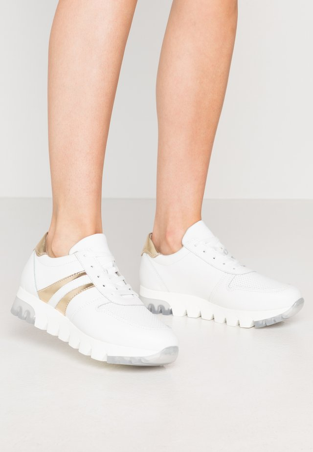 LACE-UP - Sneakers laag - white/gold