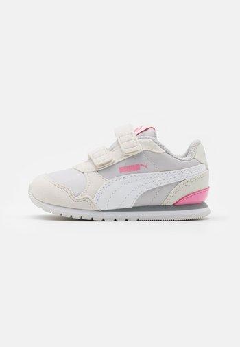 RUNNER - Baskets basses - nimbus cloud/white/sachet pink