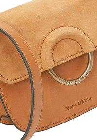 Marc O'Polo - AUS HOCHWERTIGEM LEDER-MIX - Bum bag - true camel - 4