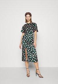 Chi Chi London - COZETTE DRESS - Denní šaty - green - 1