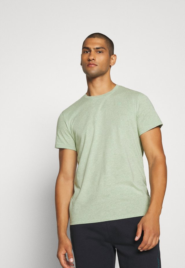 Basic T-shirt - lt leaf heater