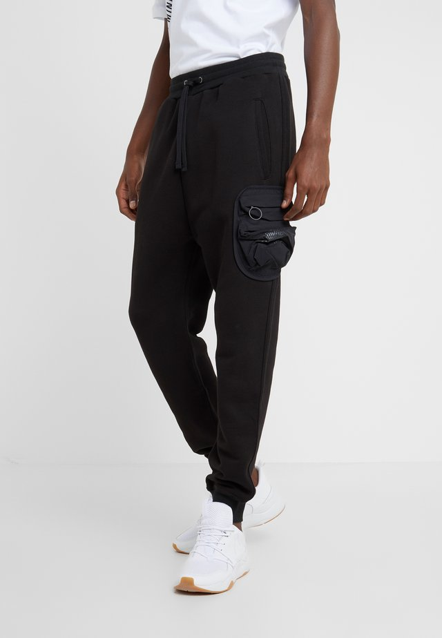PYKE PANTS - Joggebukse - black