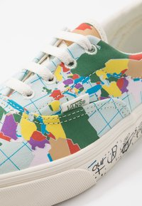Vans - ERA - SAVE OUR PLANET - Sneakersy niskie - classic white/multicolor - 7
