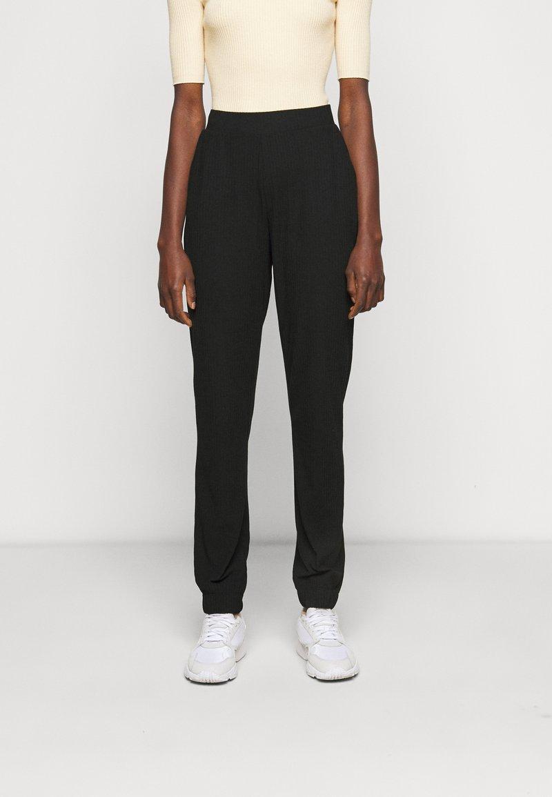 ONLY Tall - ONLNELLA PANTS - Joggebukse - black