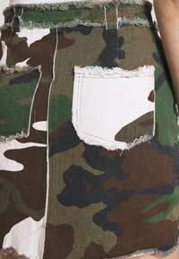 Missguided - CONTRAST CAMO PANEL RAW HEM MINI SKIRT - Mini skirt - khaki - 5