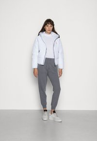 Calvin Klein Jeans - RELAXED FIT TRACK PANT - Tracksuit bottoms - shining armor - 1