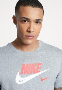 Nike Sportswear - TEE - Print T-shirt - grey heather - 3