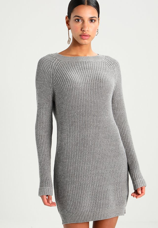NMSIESTA O-NECK DRESS - Stickad klänning - medium grey melange