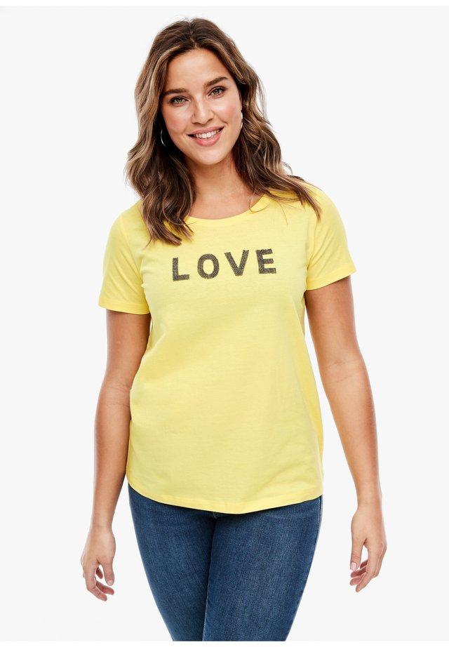 MIT SCHMUCKPERLEN-WORDING - Print T-shirt - light yellow