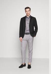 1904 - POULSDEN TAPERED GINGHAM - Pantalon de costume - blue - 1
