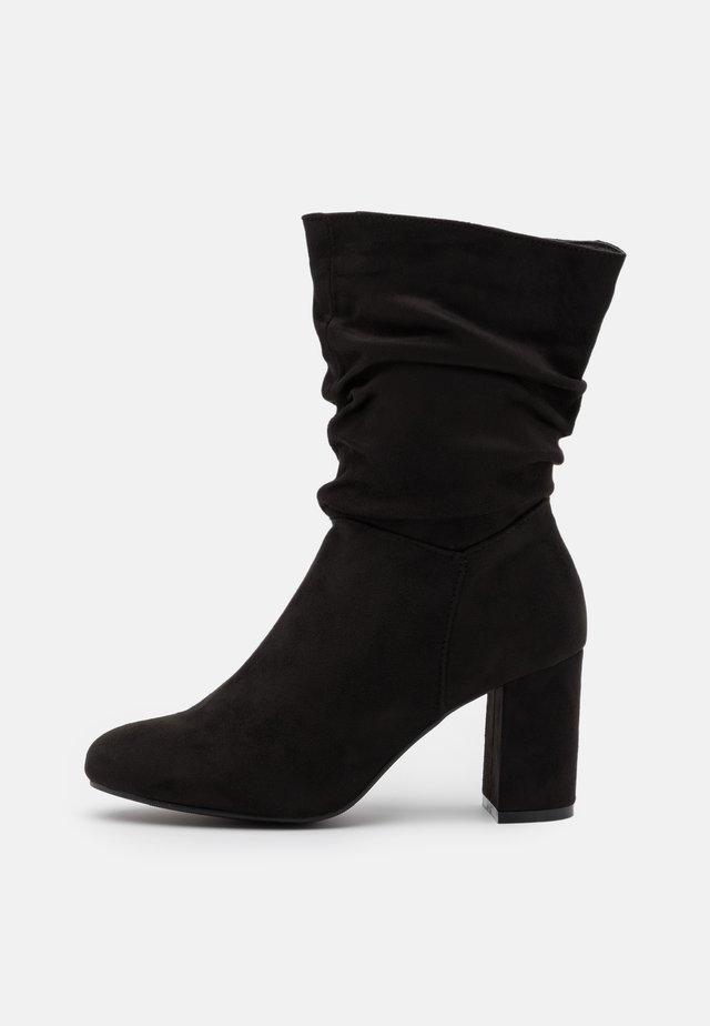EXISTANCE - Korte laarzen - black