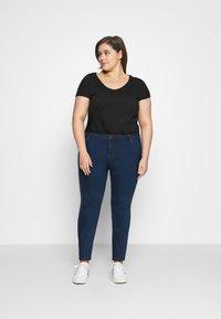Vero Moda Curve - VMJUDY SLIM CURVE - Slim fit jeans - medium blue denim - 1