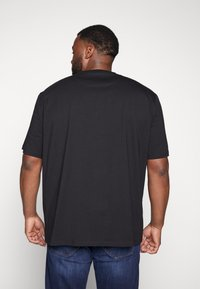 Lyle & Scott - CREW NECK - T-shirt basic - jet black - 2