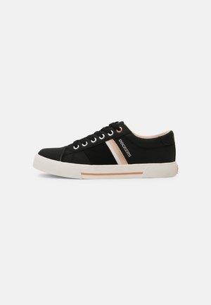 Sneakers laag - schwarz/rosa