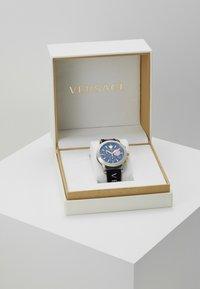 Versace Watches - SPORT TECH - Cronografo - black - 3