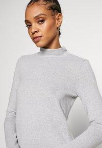 Noisy May - NMTESS DRESS - Strikket kjole - light grey melange - 5