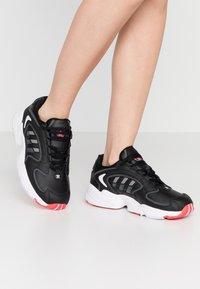 adidas Originals - 2000 - Sneakersy niskie - clear black/grey six/purple tint - 0