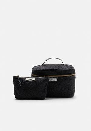 DAY GWENETH FAN TONE SET - Wash bag - black