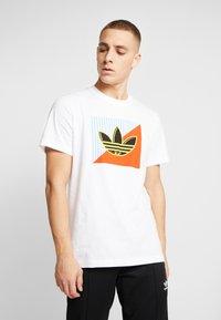adidas Originals - DIAGONAL LOGO SHORT SLEEVE GRAPHIC TEE - Print T-shirt - white - 0