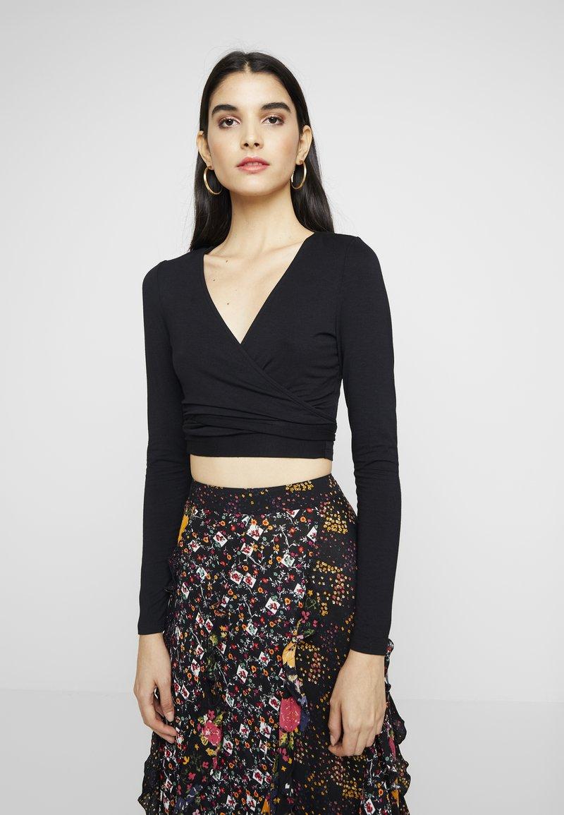 Glamorous - WRAP CROP - T-shirt à manches longues - black
