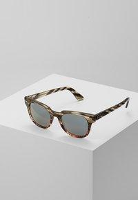 Ray-Ban - METEOR - Sluneční brýle - grey/gradient brown - 0