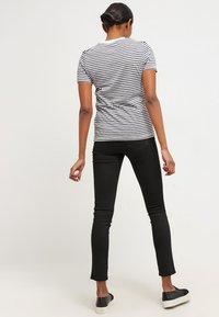 Selected Femme - SFMY PERFECT TEE BOX CUT - Print T-shirt - peacoat - 2