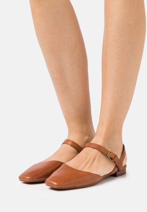 CECILIA FLAT LIZARD - Sandals - warm nutmeg
