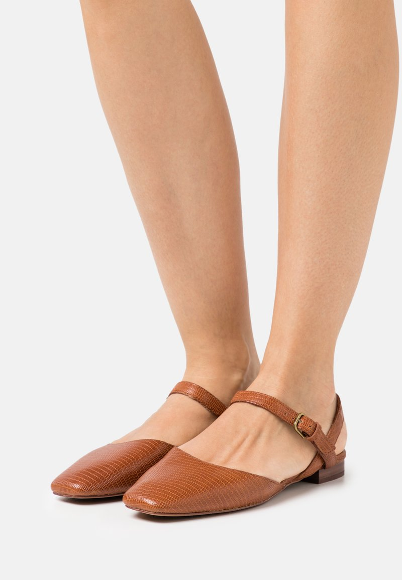 Madewell - CECILIA FLAT LIZARD - Sandaalit nilkkaremmillä - warm nutmeg