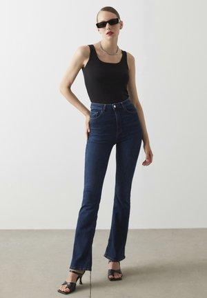 Flared Jeans - d.indigo