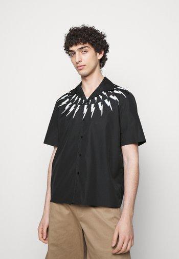FAIR ISLE THUNDERBOLT PRINT HAWAIIAN - Shirt - black/white