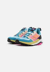 adidas Performance - TERREX TRAILMAKER - Løpesko for mark - haze sky/haze orange/pink - 1