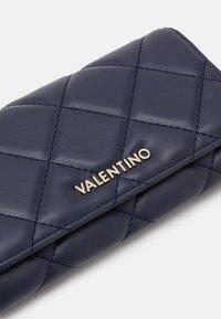 Valentino by Mario Valentino - OCARINA - Lommebok - blue - 3
