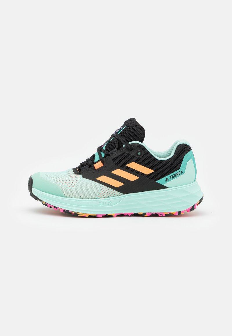 adidas Performance - TERREX TWO FLOW - Stabile løpesko - clear mint/hazy orange/screaming pink
