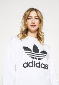 adidas Originals - CREW - Sweatshirt - white - 3