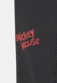 Levi's® - MICKEY MOUSE 511 SLIM UNISEX - Jeans slim fit - washed black - 2