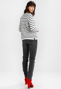 Vila - VISTRIKE KNIT TOP - Jumper - snow white/total eclipse - 2