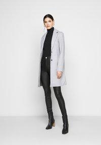 ONLY Tall - ONLCARRIE BONDED COAT - Klasický kabát - light grey - 1