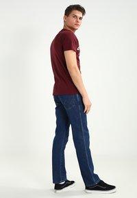 Wrangler - REGULAR FIT - Jeans Straight Leg - darkstone - 2