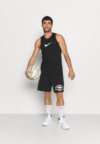 Nike Performance - STANDARD ISSUE  - Träningsshorts - black/pale ivory - 1