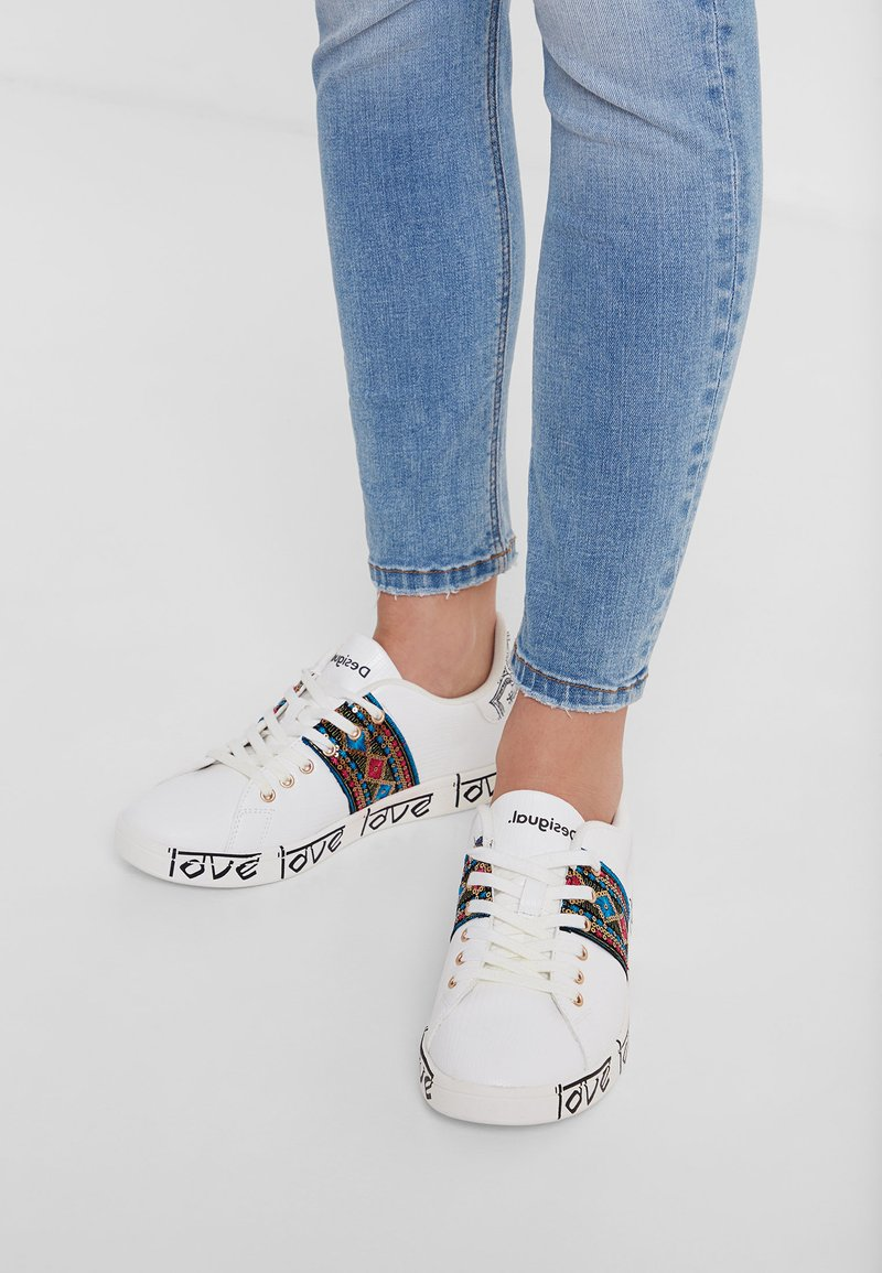 Desigual - SHOES_COSMIC_EXOTIC INDIAN - Trainers - white